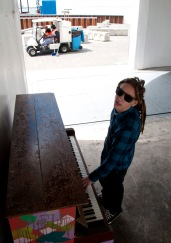 AU_piano pod silem