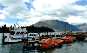 Lake Wakatipu - Queenstown bank