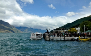 Lake Wakatipu - Queenstown bank