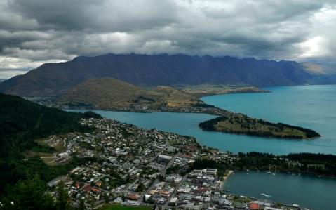 Lake Wakatipu and Queenstown